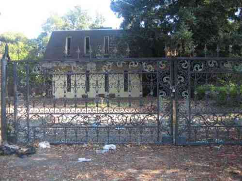Abandoned House in Atherton 1