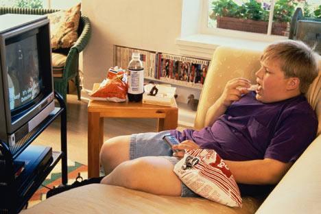 kid eating junk food